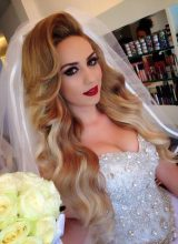 Beau brushing cheveux longs blonds pour coiffure mariage